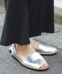<minorquines>金屬皮革涼鞋