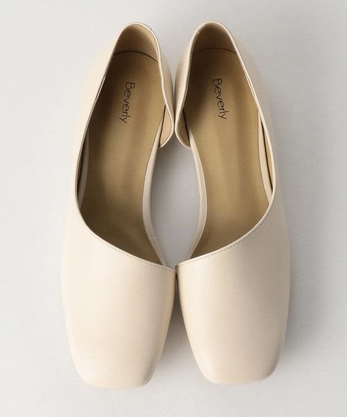 <BEVERLY>側邊挖空皮革方頭鞋