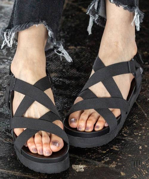 凹凸鞋墊平底涼鞋